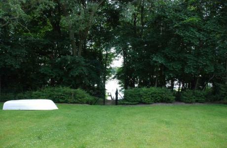 Ińsko domek nad jeziorem (w ińskich parkach krajobrazowych.)