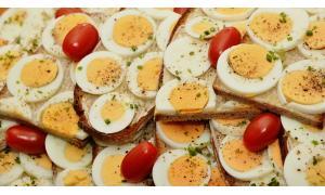 Jak długo gotować jajka na twardo i na miękko?