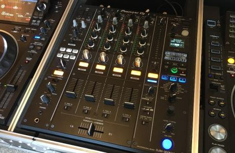 2x Pioneer CDJ-2000NXS2 +  1x DJM-900NXS2 mixer === 2600 EUR